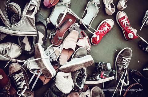 Sapatos e tênis velhos, descarte de sapatos velhos